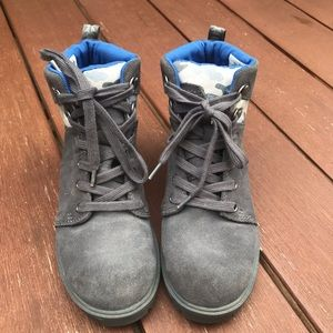 TOMS Youth Boots Size 2